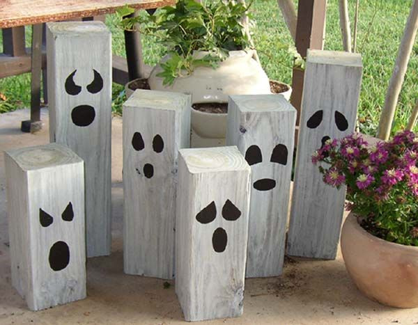 halloween phantom ghost posts - Wooden Halloween Decorations