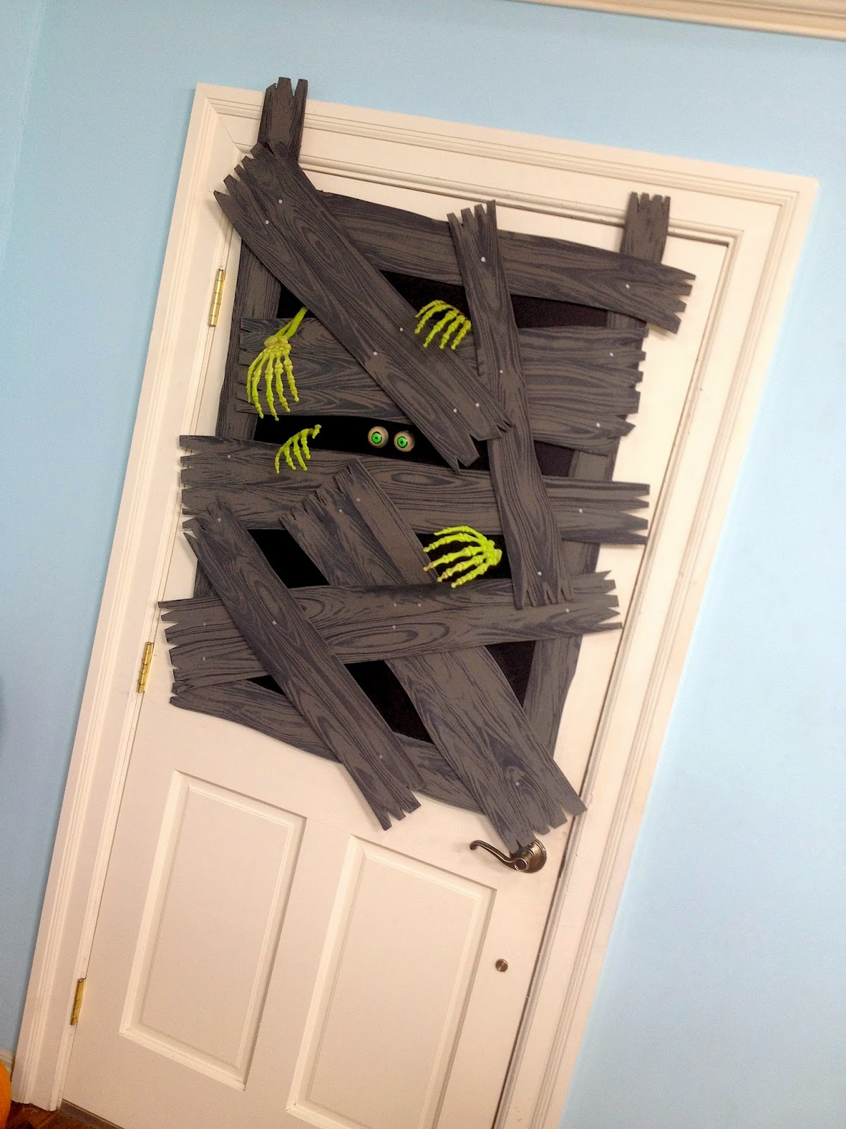 Halloween garage door decorations - Halloween Door Decoration