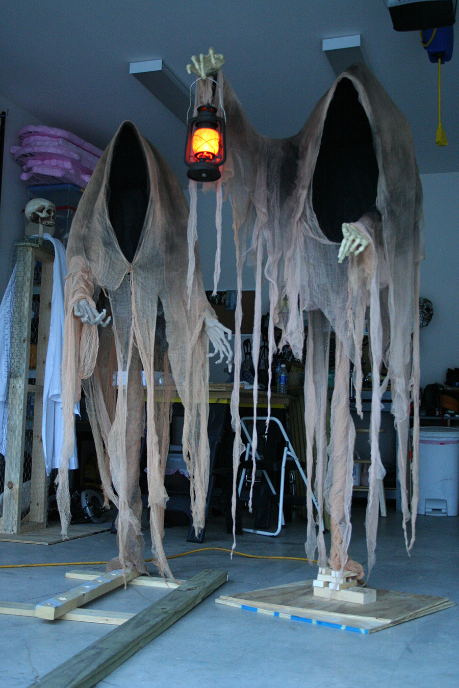 Scary outdoor halloween decorations to make - Cloaked Ghosts Halloween Yard Decoration
