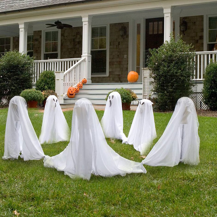 ghosts outdoor halloween decoration - How To Decorate For Halloween Outside