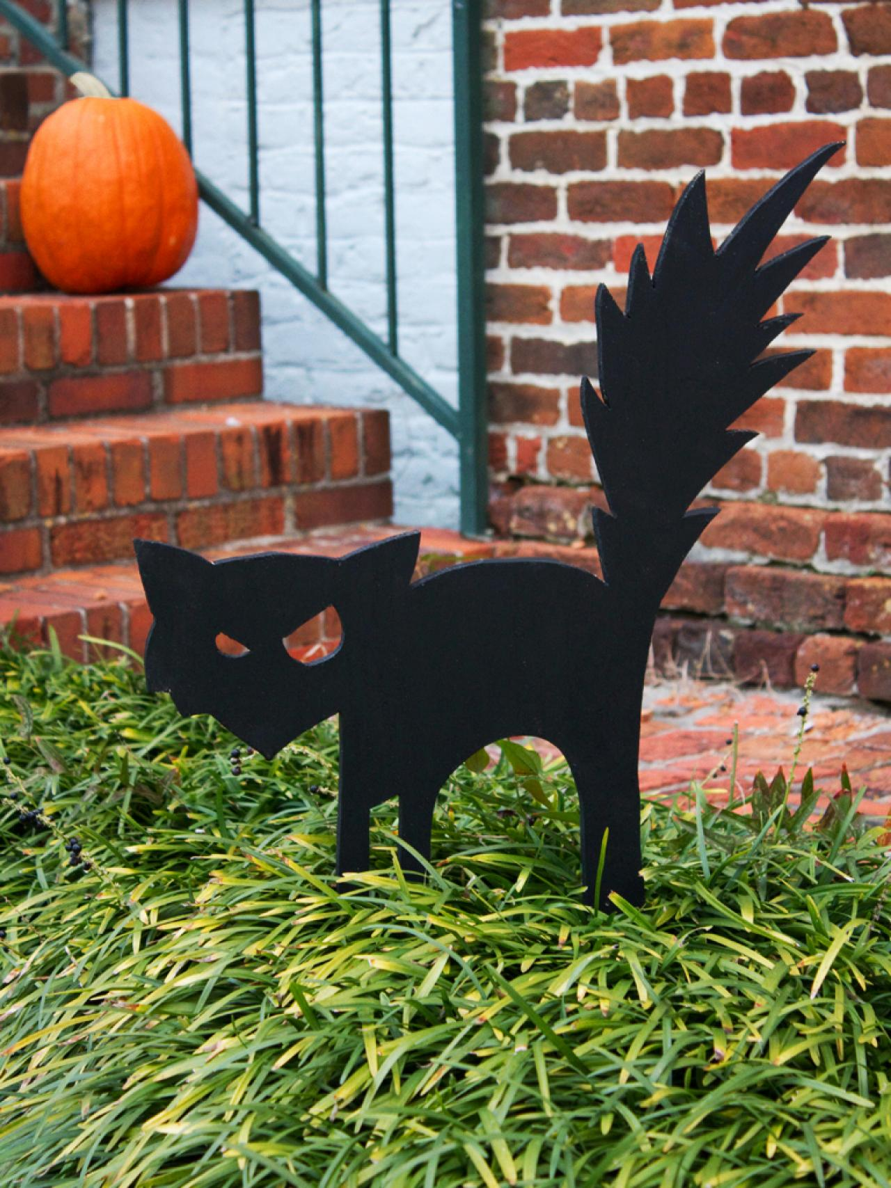 Easy homemade halloween decorations - Black Cat Outdoor Halloween Decoration