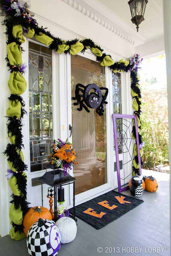 spider wreath halloween door decoration - Creative Halloween Door Decorations