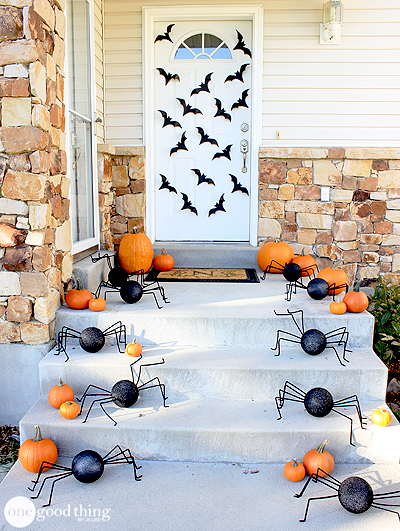 Simple DIY Halloween Spiders & Bats