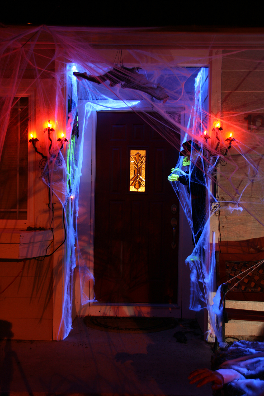 50 Best Halloween Door Decorations for 2017 ~ 111043_Halloween Zaag Door Hoofd