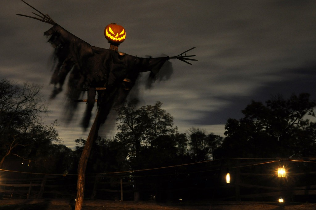 horsemans hollow halloween dcor - Cheap Homemade Outdoor Halloween Decorations