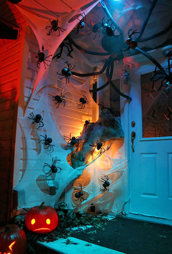 Outdoor inflatable halloween decorations - 50 Best Halloween Door Decorations For 2017