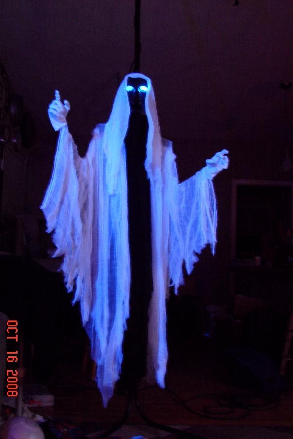 50 best diy halloween outdoor decorations for 2018 - Diy halloween ghost decorations ...