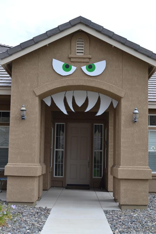 monster house halloween door
