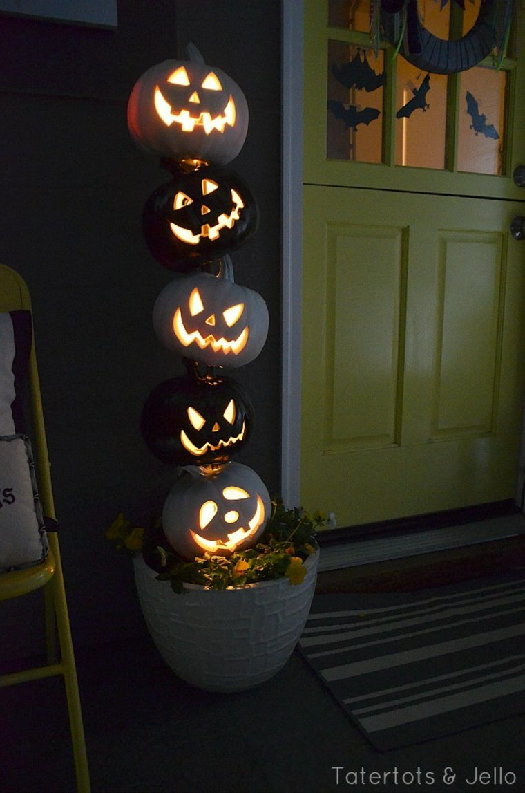 Scary halloween door decorating contest ideas - 10 Light Up The Night