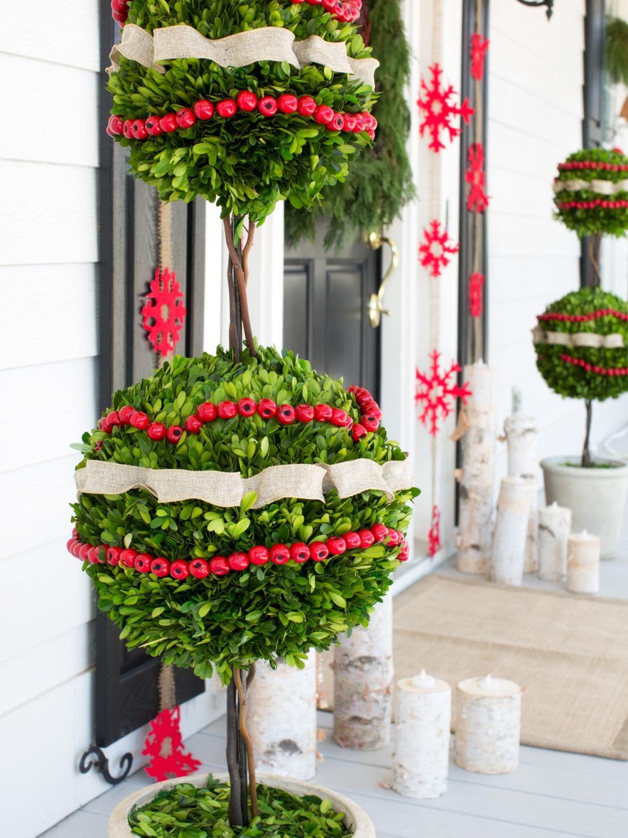 50 best outdoor christmas decorations for 2018 for Decoration patio exterieur