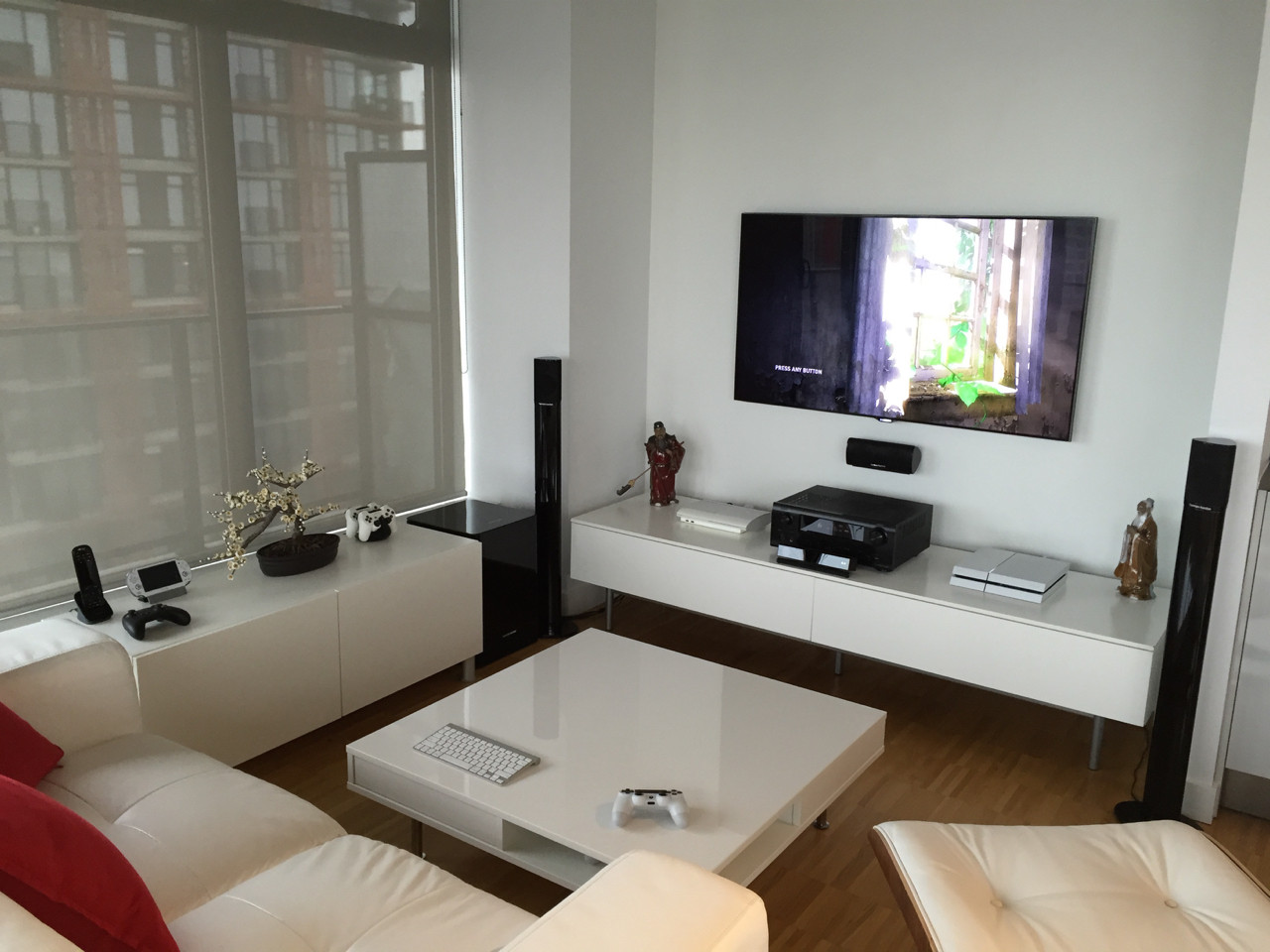 6. Minimalist In White Gamer Room