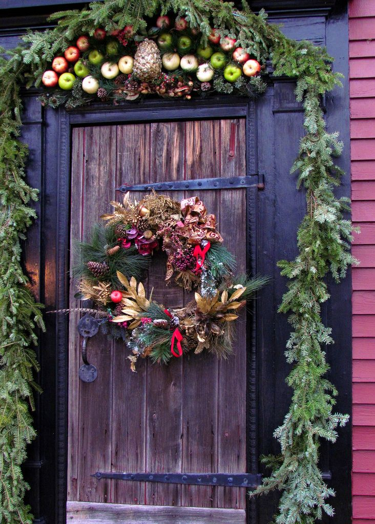 A Rustic Paradise Christmas Door Decor : christmas door - pezcame.com