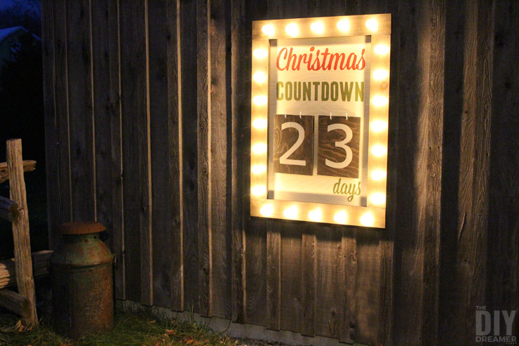 A Countdown to Christmas Décor