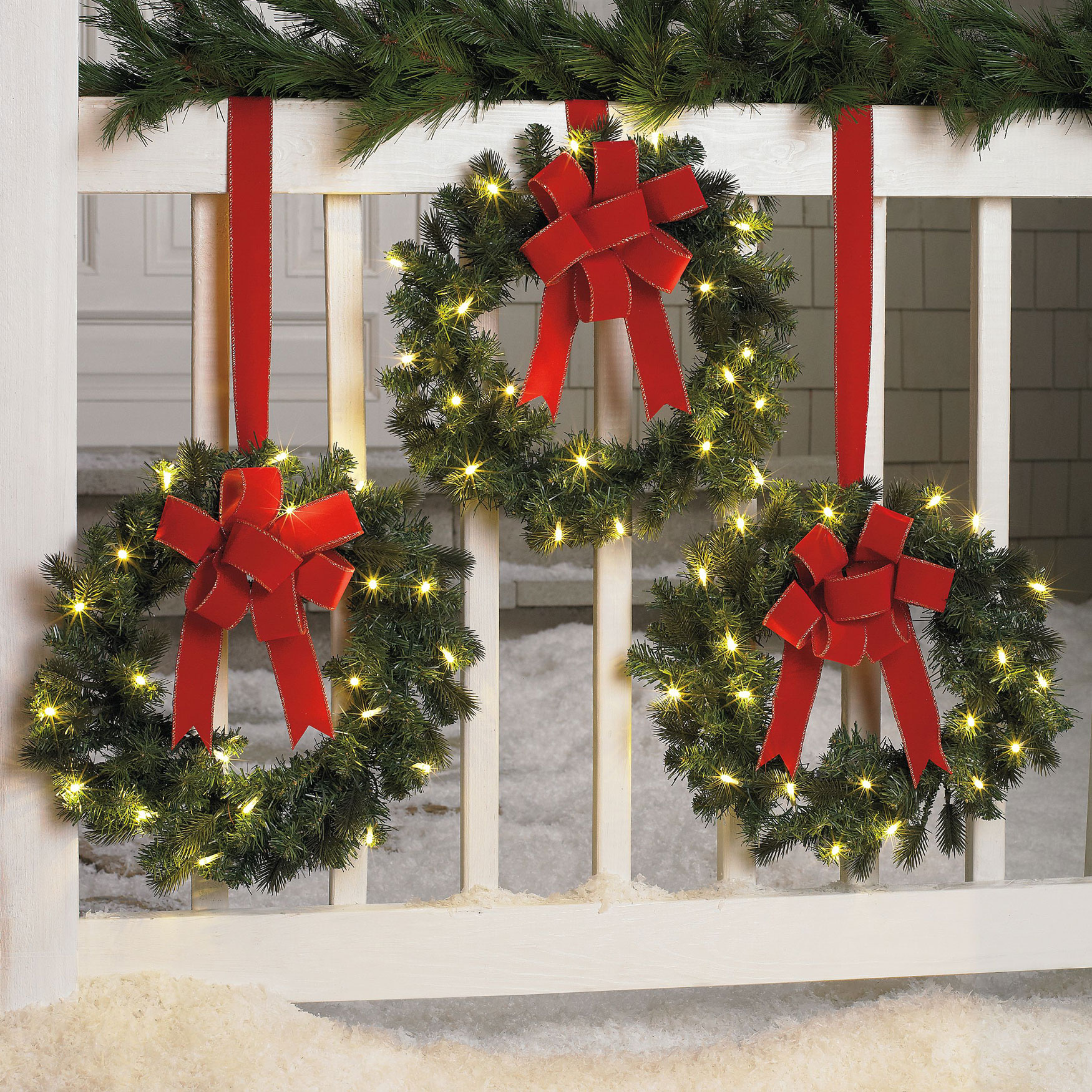 Large lighted outdoor christmas ornaments - Christmas Wreaths Fence D Cor