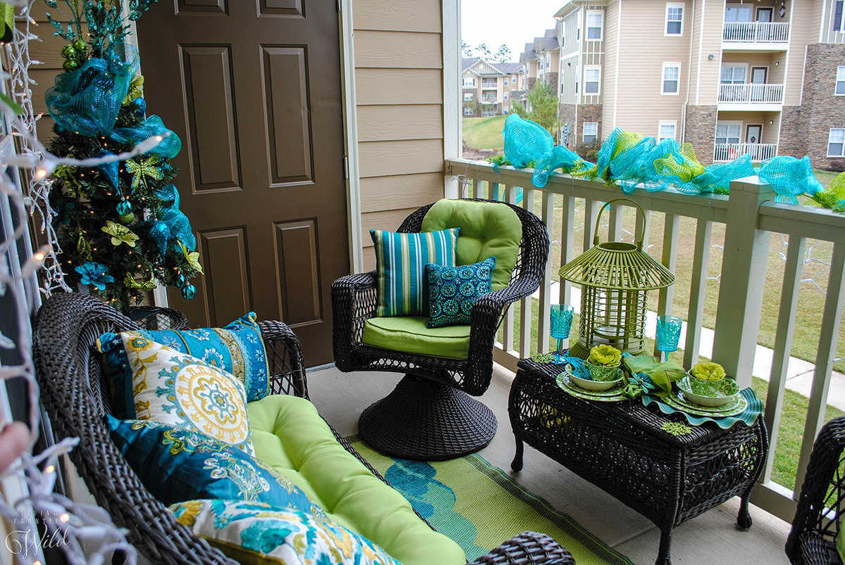 Holiday Balconies Christmas Outdoor Decoration Idea