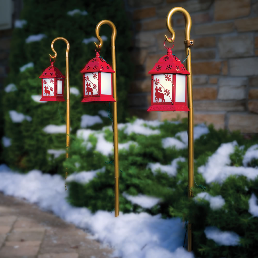 50 best outdoor christmas decorations for 2017 for Hanging christmas decorations