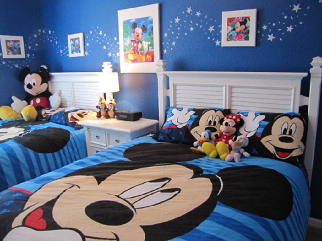 6 mickeys clean and crisp - Disney Bedroom Designs