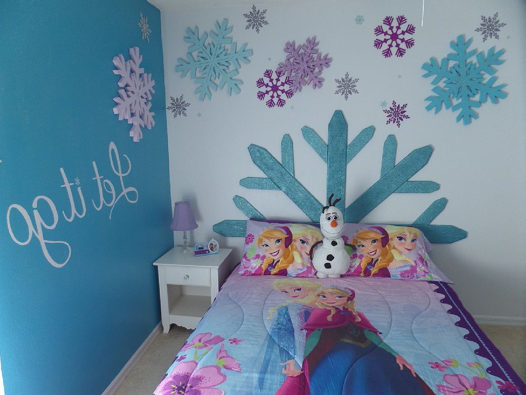 42 best disney room ideas and designs for 2016 for Habitaciones para ninas frozen