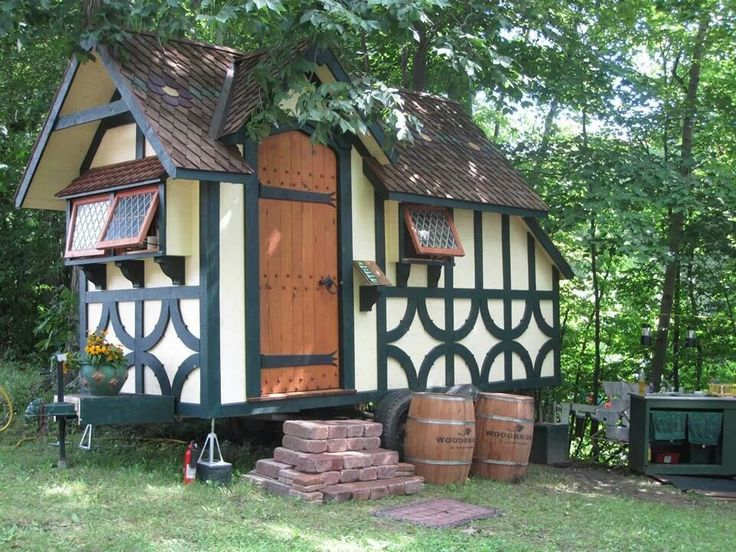 50 best tiny houses for 2017 for Small tudor homes