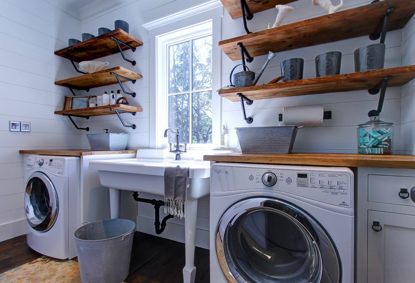 Amish Modern Laundry Room Decoration Idea
