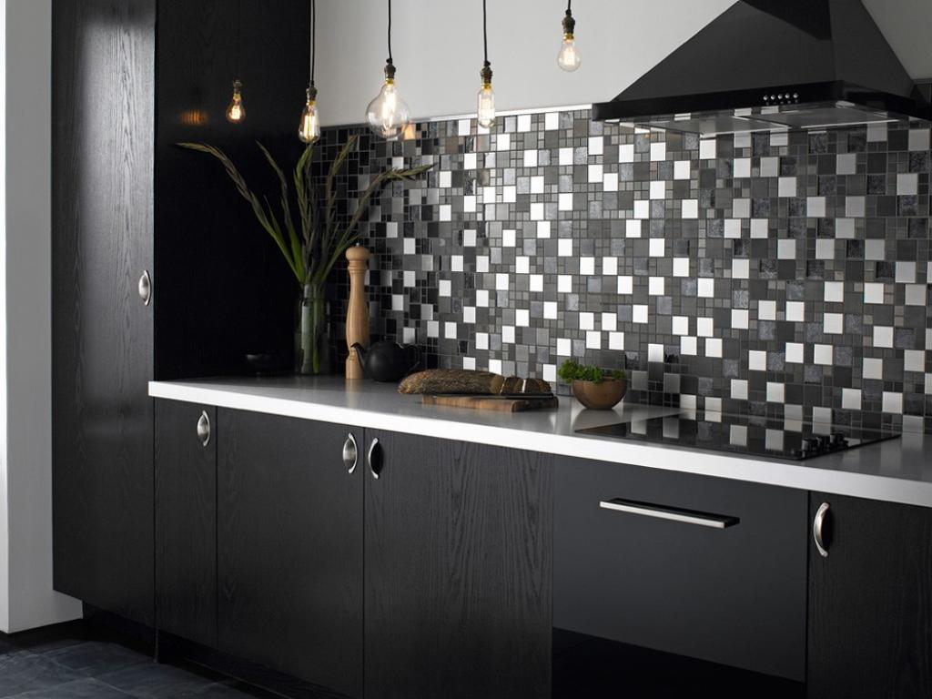 Black kitchen tiles ideas for Black kitchen backsplash