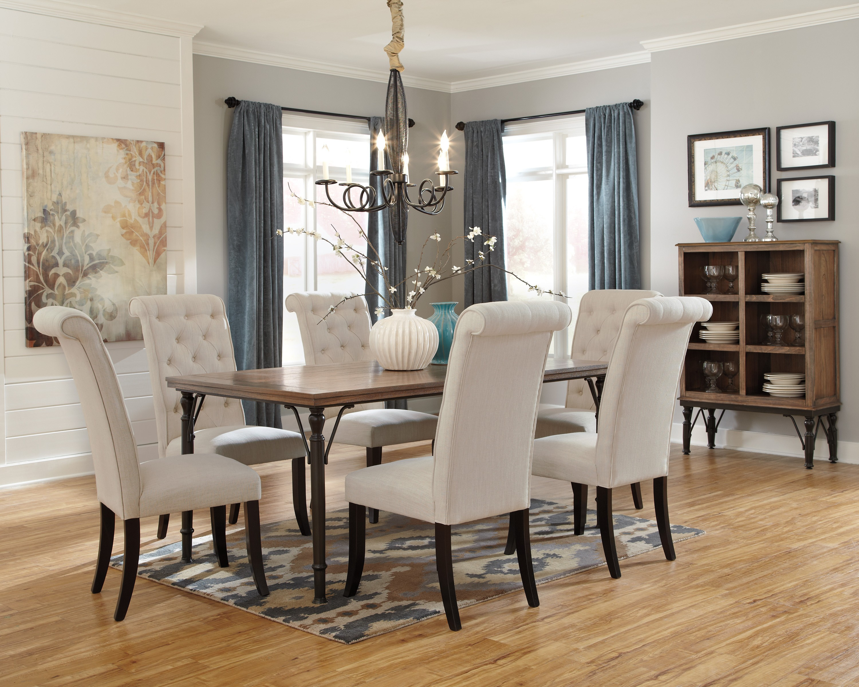 50 best dining room sets for 2018 for Pictures of decorated dining room tables