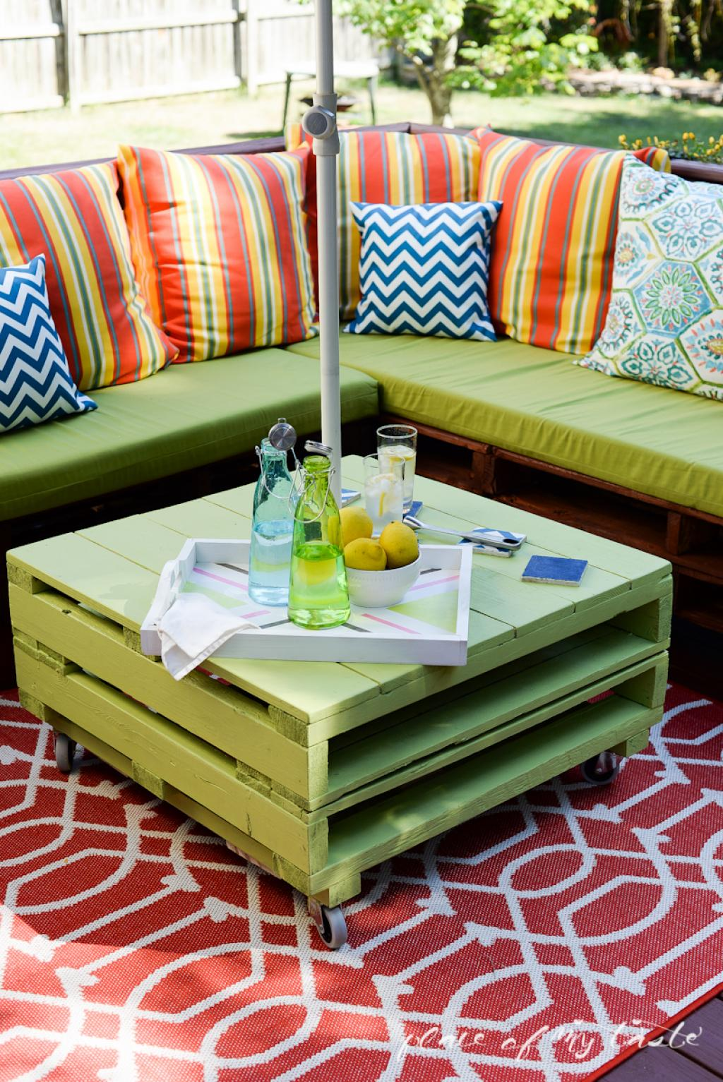 Wooden pallet craft projects - 3 Rolling Patio Table With Umbrella Shade