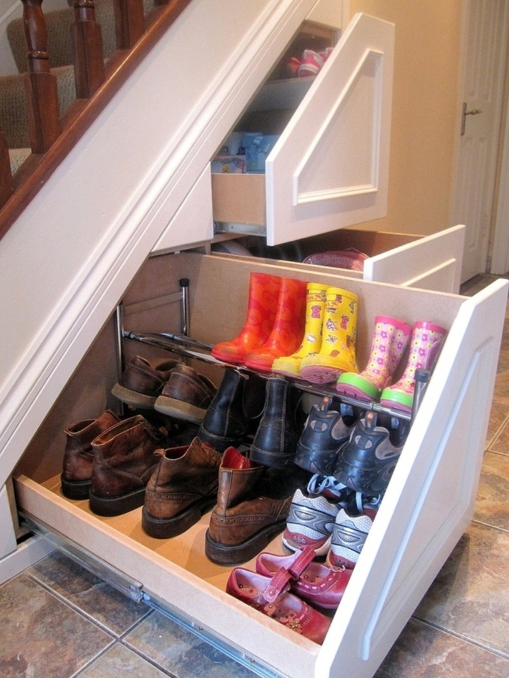 StoreSmith Over-the-Door Shoe Rack Shoes strewn all across the house? StoreSmith is here to help with this handy over-the-door rack that holds up to 30 pairs. Mount it over the door or on a wall. It works on most doors in the house and requires no tools to assemble.