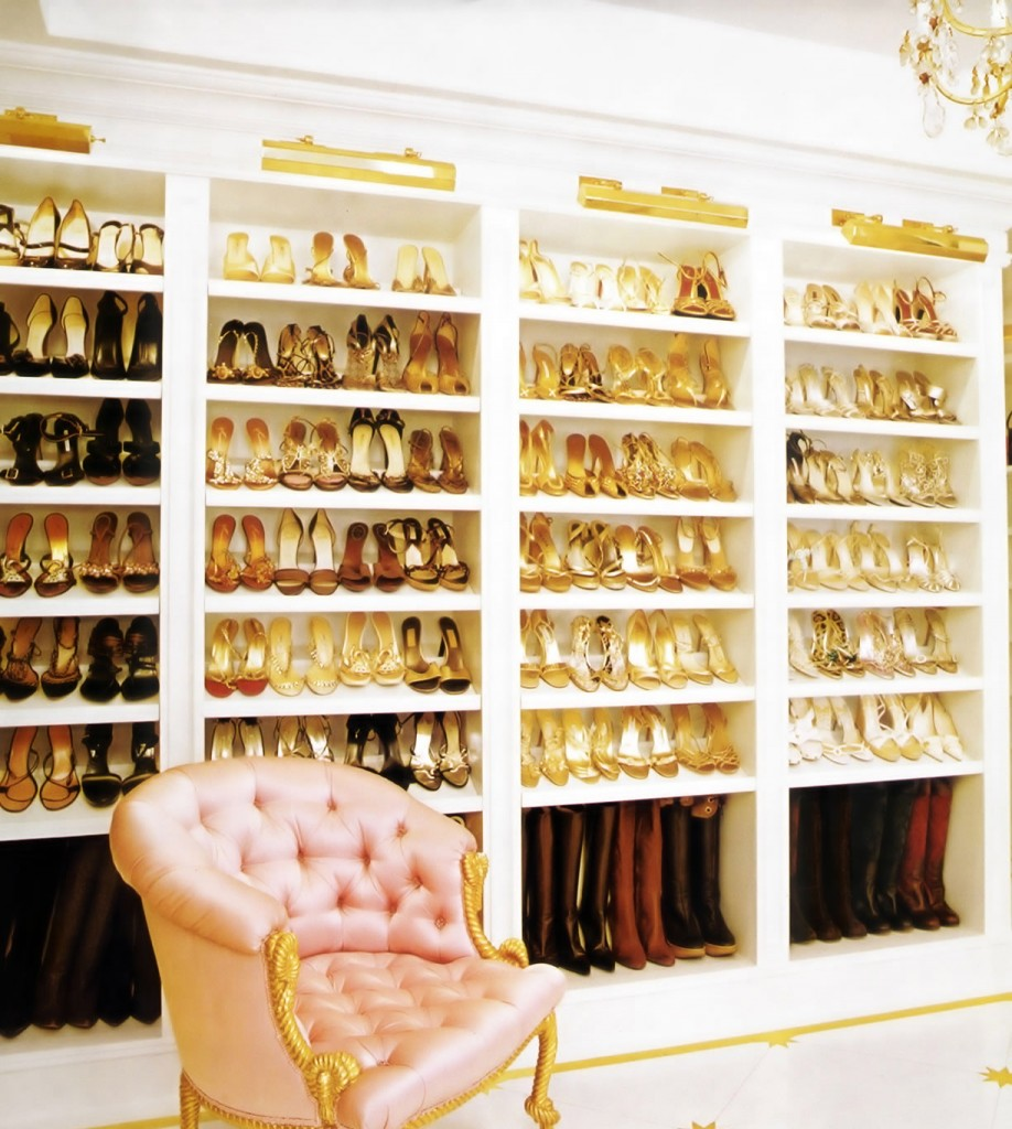 walkin closet shoe shelves