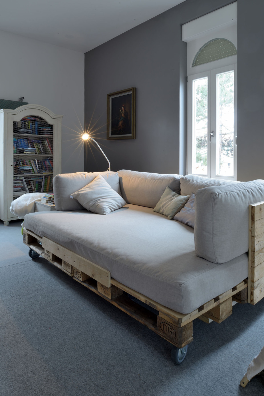 Single pallet bed frame - Roll Away Sofa Bed