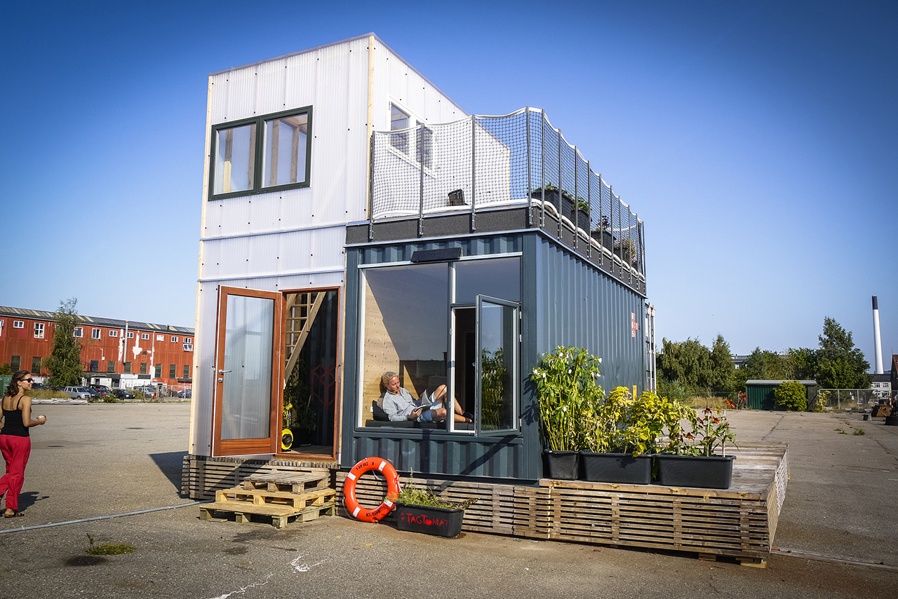 Stunning Shipping Container House Design Ideas Style