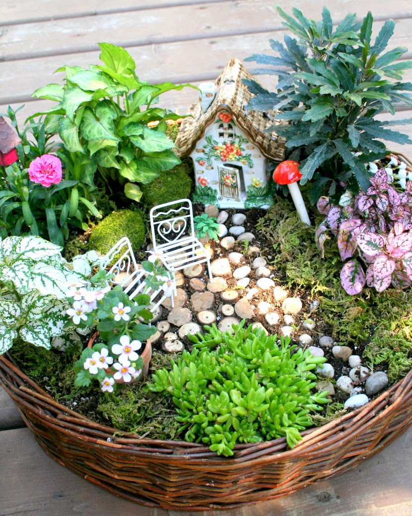 great for outdoor garden sales and bazaars - Fairy Garden Design Ideas