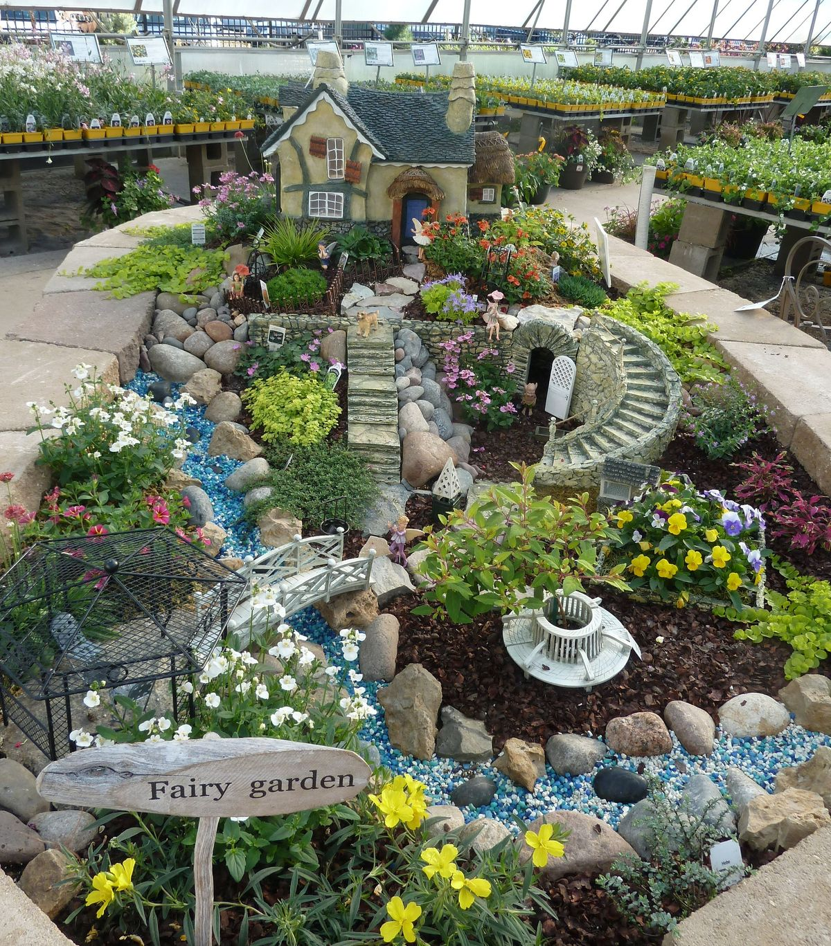 The 50 best diy miniature fairy garden ideas in 2017 for Mini garden landscape design