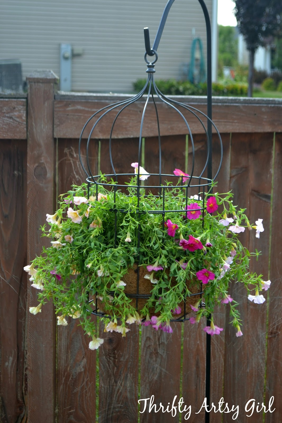 18 beautiful garden decor ideas with birdcage planters for Flower garden decorations
