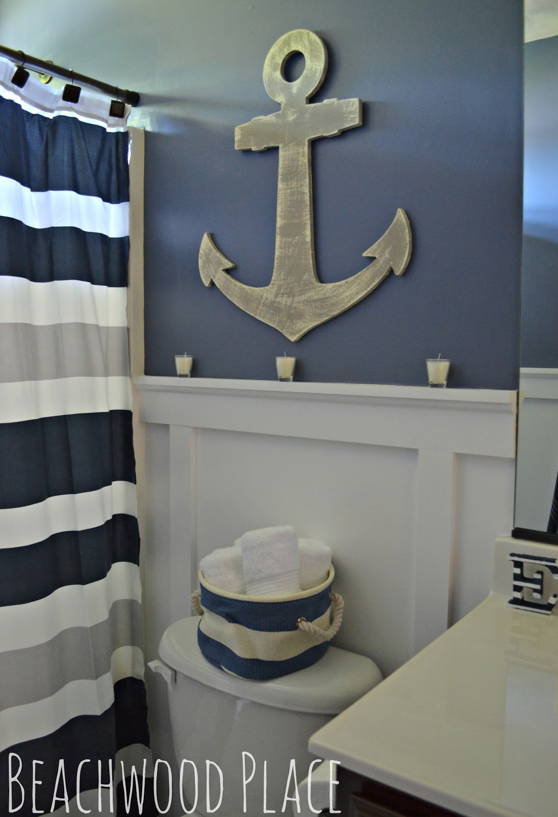 25 best nautical bathroom ideas and designs for 2017 for Art for bathroom ideas