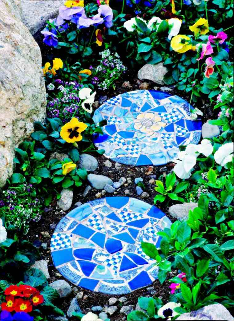 Garden Stepping Stones Ideas garden stepping stone images Truly Unique Stepping Stones