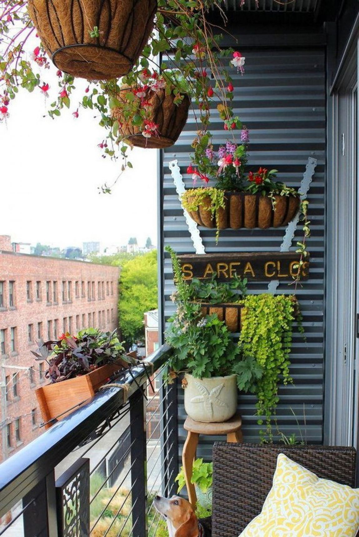 18 amazing ideas for spring decor on your balcony style for Balcony makeover