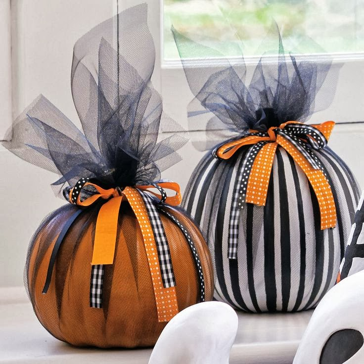 4 a mesh of pumpkins - Halloween Table Decoration