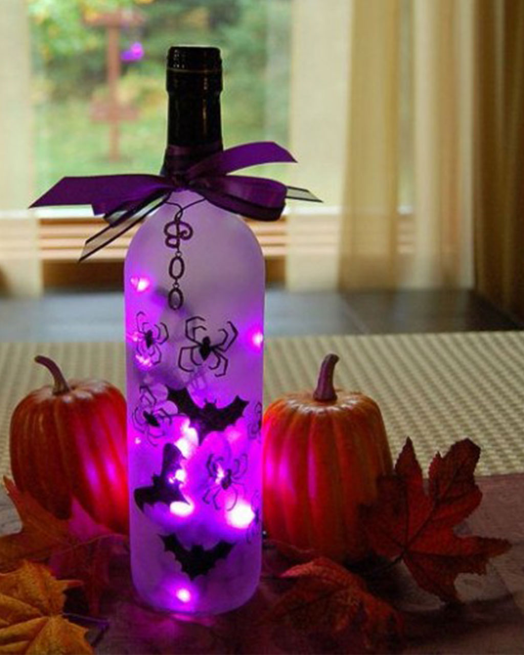 18 wine bottle turns into eerie light - Halloween Ideas Decorations