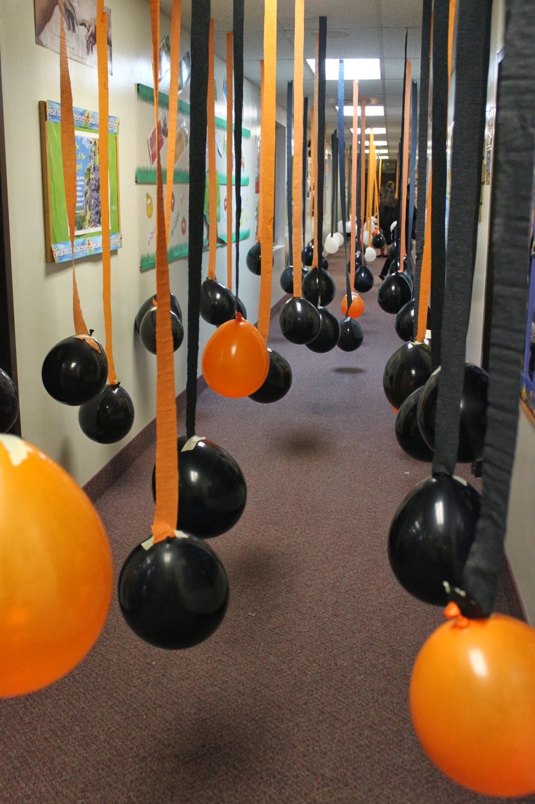 Halloween indoor decorations ideas - Balloons Make Perfect Parade For Kids