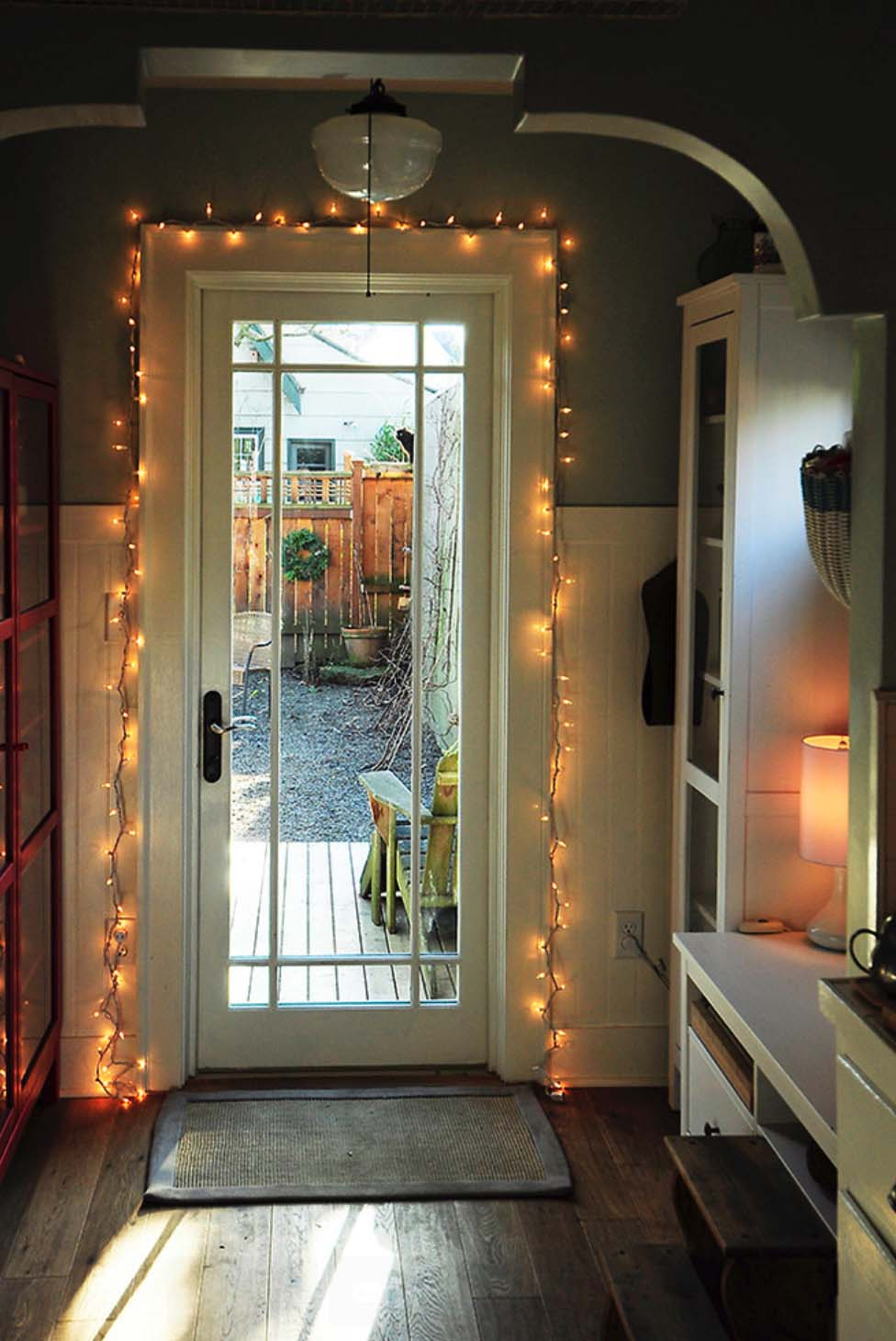 25 enhance the threshold with a sparkling welcome - Home Decor Lights