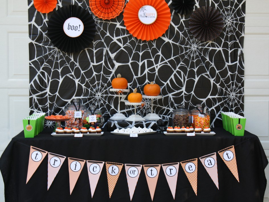 27 fun and frightening in one clever table - Halloween Party Decoration Ideas