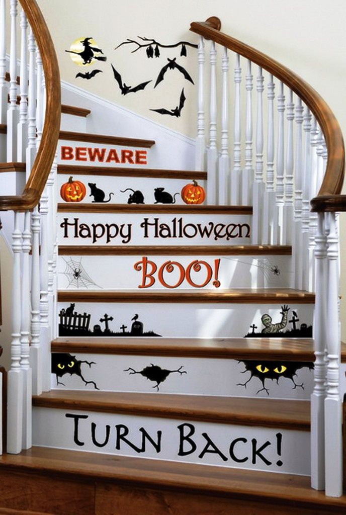 Attractive Staircase Decorations Add Cool Feel