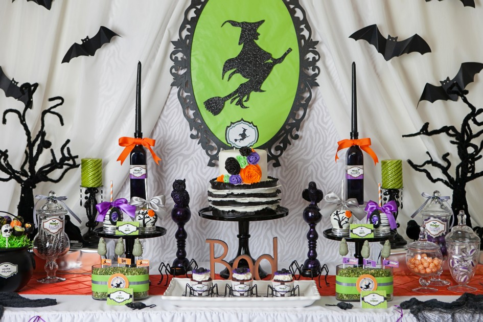 37 go all out - Halloween Table Decoration