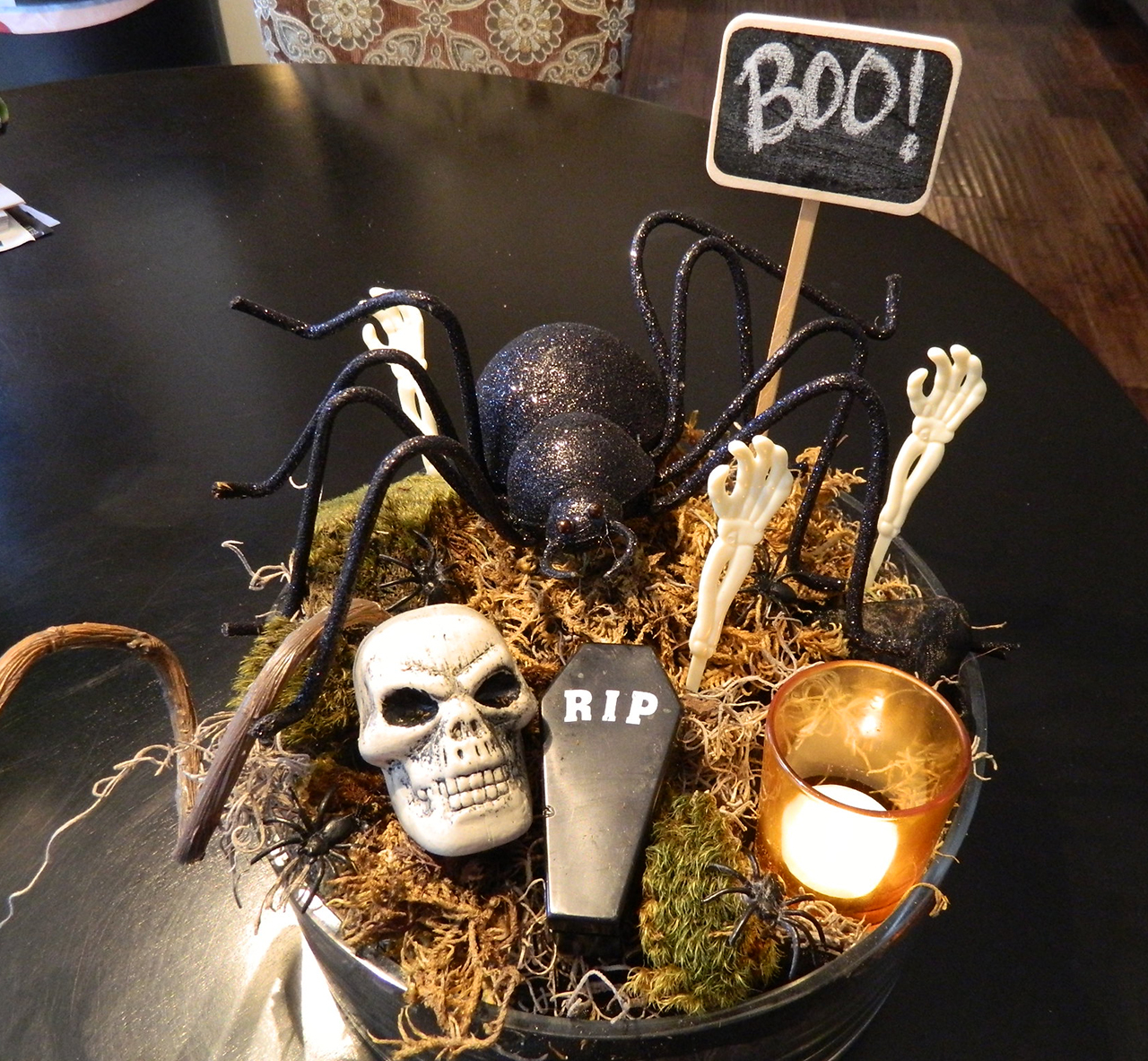 a gravely centerpiece - Halloween Table Decoration