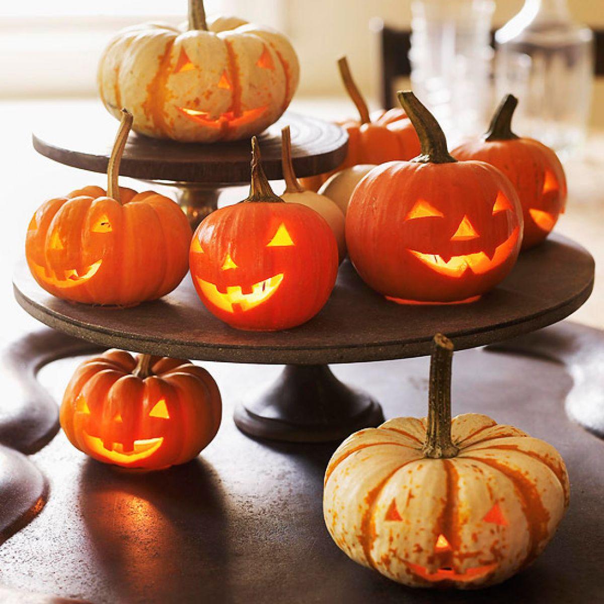 Mini pumpkin decorating ideas - 50 Best Halloween Table Decoration Ideas For 2017 50 Best Halloween Table Decoration Ideas For 2017