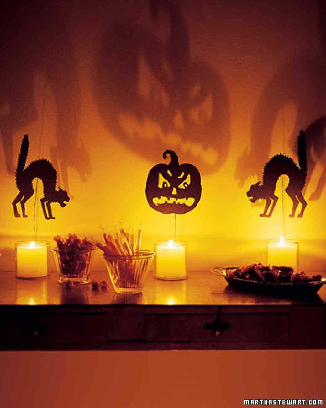 Indoor halloween decorations - 49 Silhouettes Throw Off Spooky Fun