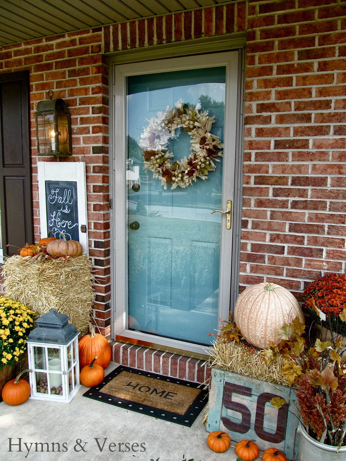 27 best fall porch decorating ideas and designs for 2017 - Fall front porch ideas ...