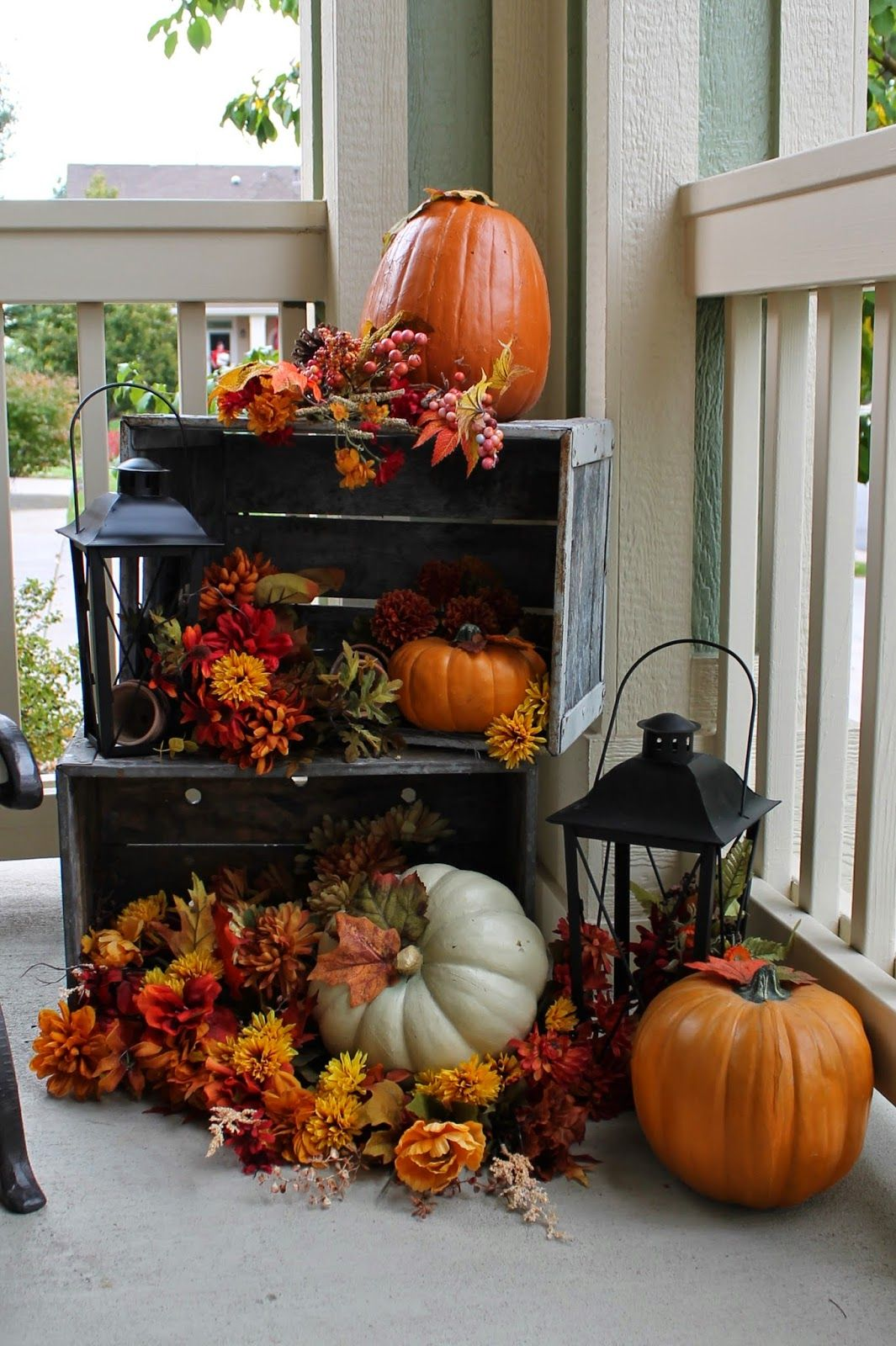 Fall porch decorating ideas pictures - A Subtle Yet Colorful Fall Combination