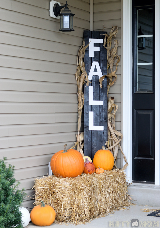 A DIY Fall Decoration with Hay Bales, Pumpkins and a Welcoming Wood Sign